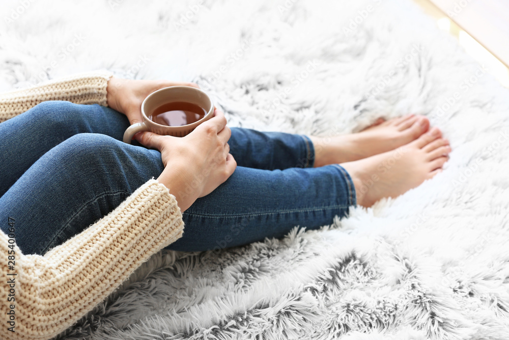 Fototapety, obrazy: Young woman drinking hot tea at home