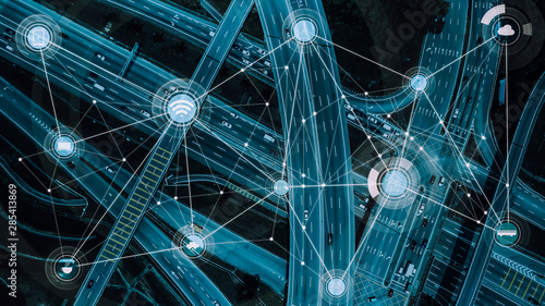 Fotografía Smart transportation and intelligent communication network of things, wireless connection technologies for courier service business