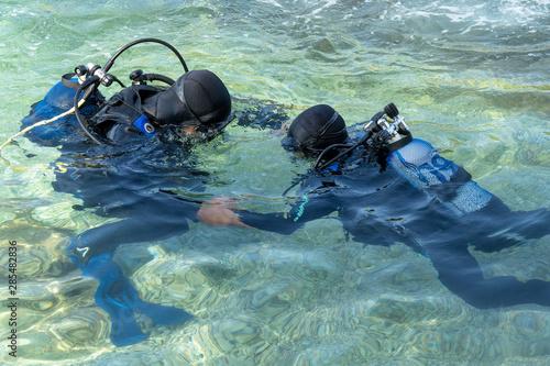 Tablou Canvas Scuba Diving Instructor Teaching a Little Boy to Dive