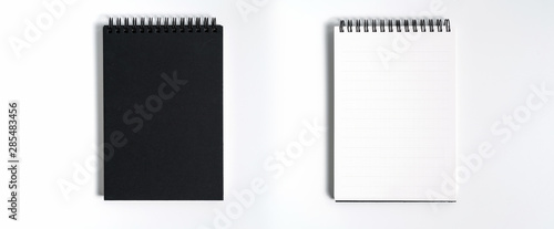 Fotografía  Notebook mock up with clean black blank for design and advertising