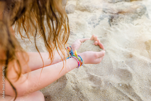 Photographie pretty heart of sand in the hands of a girl