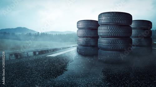 Canvastavla  Reifenstapel auf regennassser Strasse