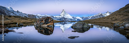 Spoed Foto op Canvas Panoramafoto s Matterhorn mountain and Stellisee panorama in winter, Switzerland