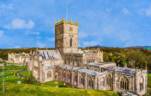 Fotomural  Panoramic view of St David's Cathedral in St Davids, Pembrokeshire, Wales, UK