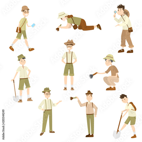 Photo Cartoon set of archaeologist characters at work
