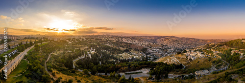 Fotomural Aerial sunset view of Jerusalem  with the old city and the western parts, Silwan