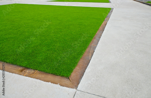 Fotografía Artificial turf surface used in city landscaping.