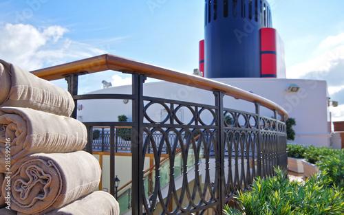 Photo  Privates Sonnendeck für Passagiere der Suiten auf englischem Kreuzfahrtschiff m