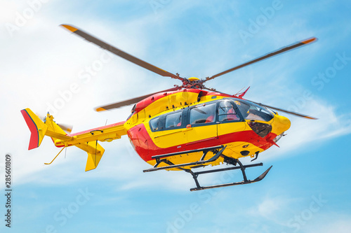 Türaufkleber Hubschrauber Red and yellow Helicopter of air rescue service Team.