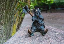 Posąg Krasnala Grającego Na Puzonie