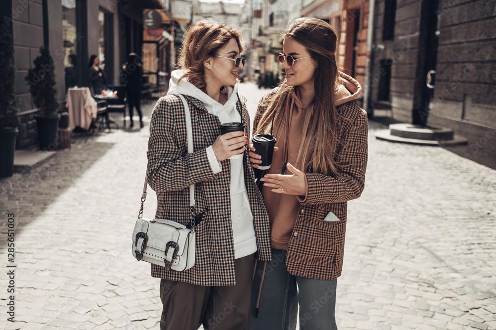 Fototapety, obrazy: Portrait of Two Fashion Girls, Best Friends Outdoors, Coffee Break Lunch