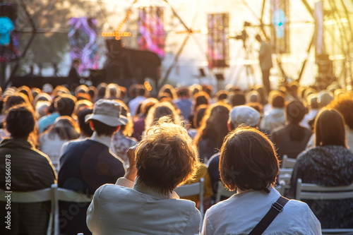Foto  Cultural entertainment in the city in summer - openair concert