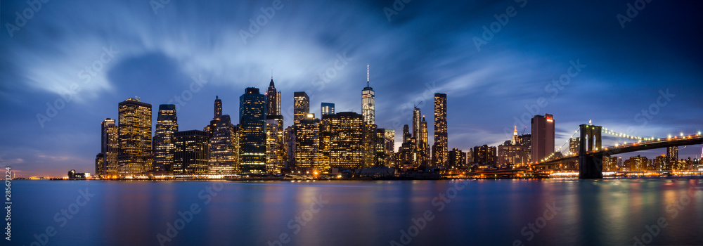 Fototapety, obrazy: Downtown Manhattan skyline over East River at night in New York City