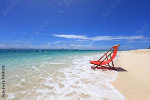南国沖縄 ビーチチェアのある景色