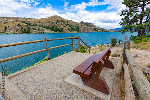 View of a park bench at Kalamalka Lake from Kalamalka Lake Provincial Park near Canvas-taulu