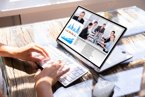 Foto auf Gartenposter Lineale Wachstum Businesswoman using laptop for video conferencing