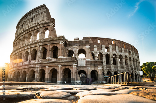 Colosseum At Sunrise In Rome, Italy Fototapete