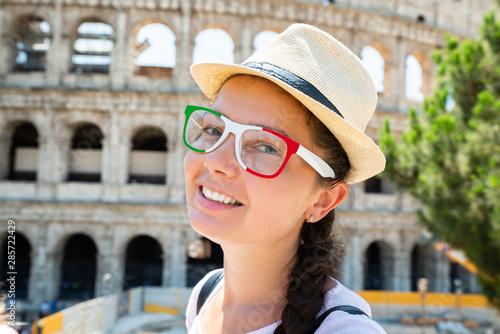 Fotografia, Obraz  Female Tourist In Front Of Colosseum