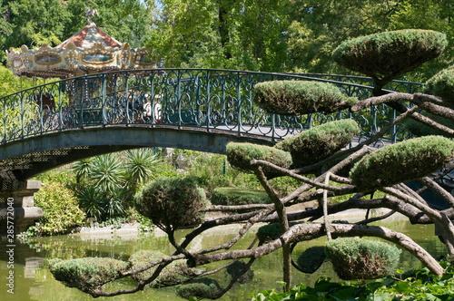 Pont dans un parc