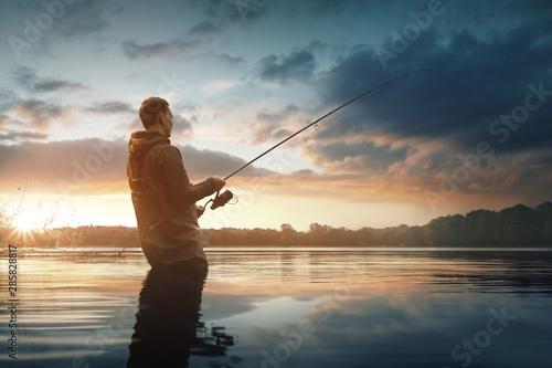 Angler im Wasser Wallpaper Mural