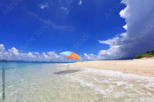 南国沖縄 パラソルのある景色