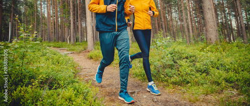 Stickers pour portes Route dans la forêt Couple running forest trail. Fitness fast movement stretching training park