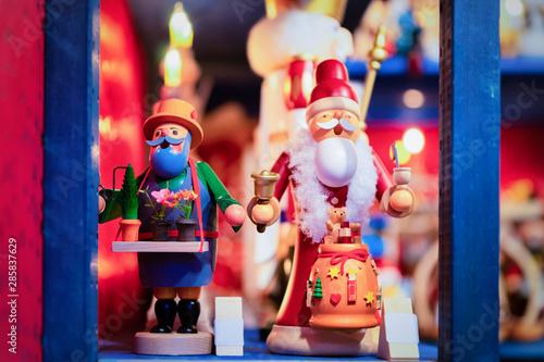 Foto op Plexiglas Kerstmis Wooden Christmas tree toys of Christmas market in Germany