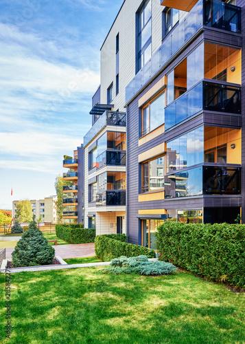 Modern residential buildings with green trees Fototapet