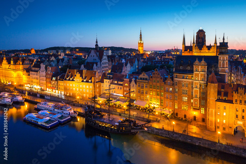 Foto auf AluDibond Schiff Beautiful architecture of the old town in Gdansk at dusk, Poland.
