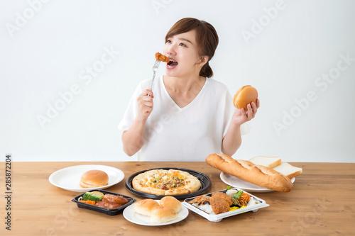 Fototapeta 食べる女性 obraz