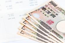 お金と預金通帳