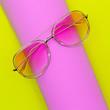 Leinwanddruck Bild - Stylish pink retro sunglasses Fashion trendy accessory