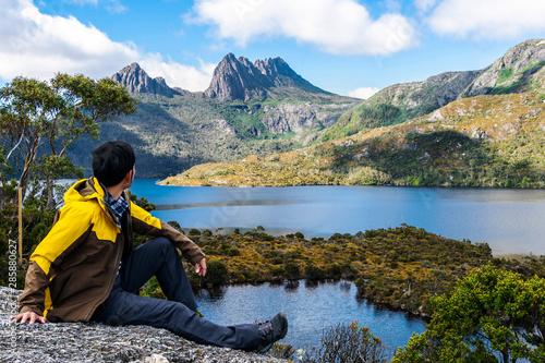 Fototapeta Traveller man explore landscape of Marions lookout trail in Cradle Mountain National Park in Tasmania, Australia. Summer activity and people adventure. obraz