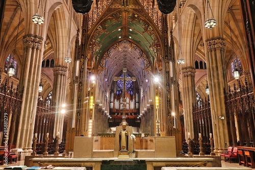 Fototapeta  Navata centrale della cattedrale di San Patrizio, New York City