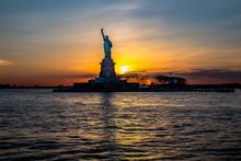 Freiheitsstatue Bei Sonnenunte...