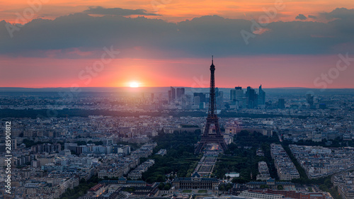 Printed kitchen splashbacks Eiffel Tower View of Paris with Eiffel Tower from Montparnasse building. Eiffel tower view from Montparnasse at sunset, view of the Eiffel Tower and La Defense district in Paris, France.