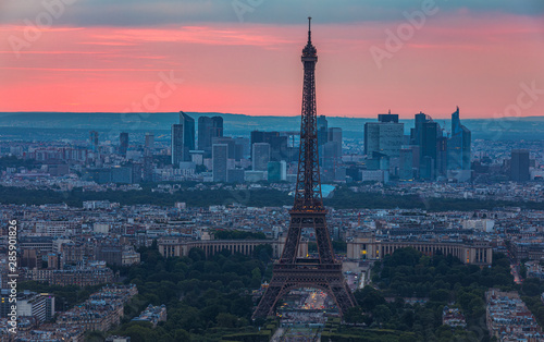 Fototapeta View of Paris with Eiffel Tower from Montparnasse building. Eiffel tower view from Montparnasse at sunset, view of the Eiffel Tower and La Defense district in Paris, France. obraz na płótnie