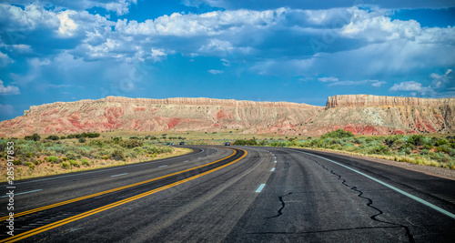 Papiers peints Route 66 Arid landscape of Arizona. The crumbling sandstone mountains and the highway