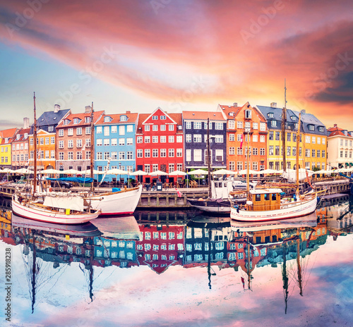 Fényképezés  Breathtaking beautiful scenery with boats in the famous Nyhavn in Copenhagen, Denmark at sunrise