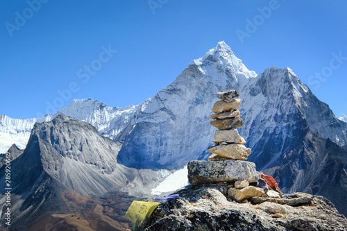 Cairns on a hill with a view of Ama Dablam on the way to Everest Base Camp фототапет