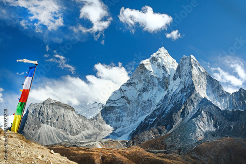 Photo  View of Ama Dablam on the way to Everest Base Camp, Nepal