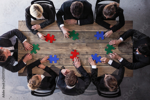 Photo sur Aluminium Graffiti collage Business people and puzzle