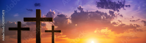 Photo panoramic view Silhouette of crucifix cross time for background