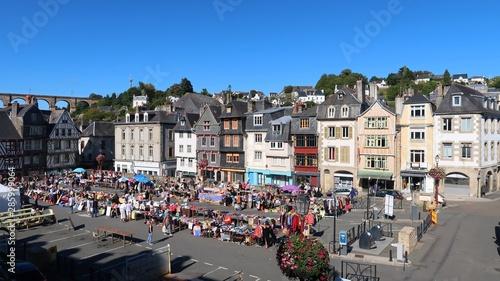 Morlaix en Bretagne, brocante sur la place Salvador Allende (France) Tablou Canvas