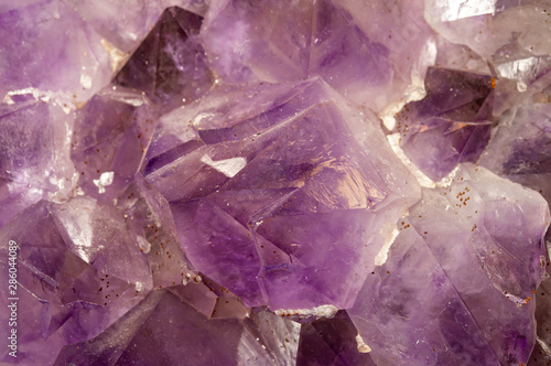 Obraz na plátně  dreamy purple amethyst crystal background