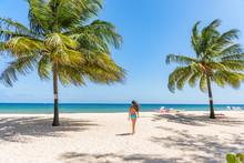Beach Tropical Vacation In Bar...