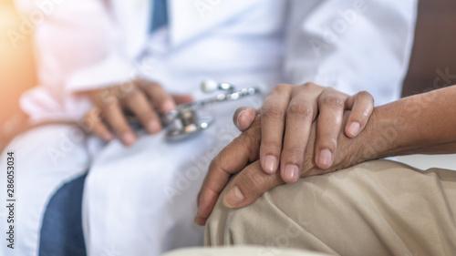 Fotografia  Parkinson's disease patient, Arthritis hand and knee pain or mental health care