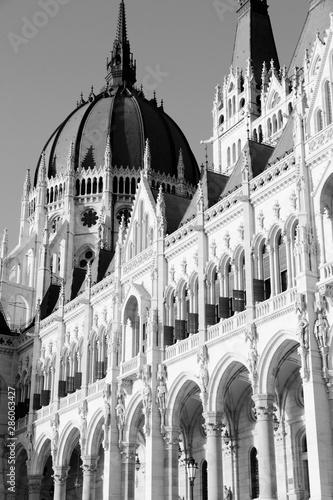 Foto auf Leinwand Budapest Budapest Parliament. Black and white retro style.