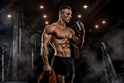 Carta da parati Muscular Man Resting After Exercise And Drinking From Shaker
