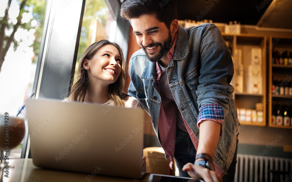 Fototapeta Young couple or college student using laptop computer notebook work together